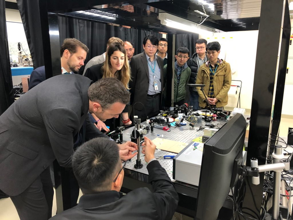 EDEN2020 team looking at ITRI's latest Optical Coherence Tomography (OCT) results.